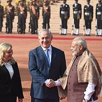 Indian Prime Minister Narendra Modi (R) shakes hands with Israeli Prime Minister Benjamin Netanyahu (C) as his wife Sara Netanyahu looks on at the start of a ceremonial reception at the Presidential Palace in New Delhi on January 15, 2018. (AFP PHOTO / PRAKASH SINGH)