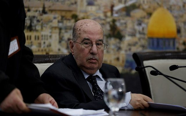 Senior Palestinian official Salim Zaanoun reads a statement at the end of a meeting of the Palestinian Central Council in the West Bank city of Ramallah January 16, 2018. Palestinian leaders voted today to call for the suspension of recognition of Israel. ( AFP PHOTO / ABBAS MOMANI)