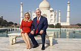 Prime Minister Benjamin Netanyahu (R) and his wife Sara pose for a photograph at the Taj Mahal in the Indian city of Agra on January 16, 2018. (AFP PHOTO / STR)