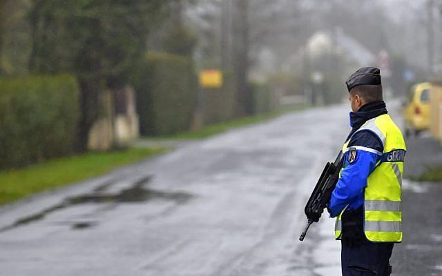 Illustrative: A French police officer, January 18, 2018 (AFP PHOTO / LOIC VENANCE)
