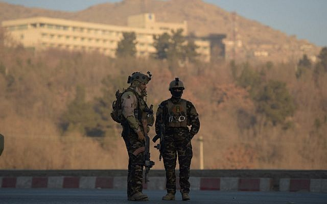Afghan security forces keep watch near the Intercontinental Hotel following an attack in Kabul on January 21, 2018 (AFP PHOTO / SHAH MARAI)