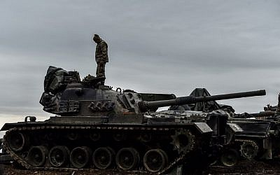 A Turkish soldier stands on a tank near the Syrian border at Hassa, in Hatay province on January 24, 2018, as part of the operation 'Olive Branch' against Kurdish fighters (AFP PHOTO / OZAN KOSE)