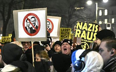 People hold up placards during a protest against Austria's far-right Freedom Paty in Vienna on January 26, 2018. (AFP Photo/APA/Hans Punz)
