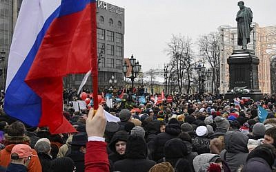 Supporters of opposition leader Alexei Navalny take part in a rally calling for a boycott of March 18 presidential elections, at Pushkinskaya Square in Moscow, January 28, 2018. (AFP PHOTO / Alexander NEMENOV)