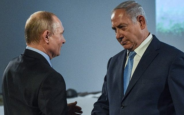 Russian President Vladimir Putin, left, shakes hands with Israeli Prime Minister Benjamin Netanyahu during an event marking International Holocaust Victims Remembrance Day at the Jewish Museum and Tolerance Center in Moscow, January 29, 2018. (Vasily Maximov/AFP)