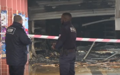 A screenshot from a video of the scene outside kosher grocery store Promo & Destock in the Parisian suburb of Creteil, that was burned overnight on January 9, 2018, less than a week after it was hit by anti-Semitic graffiti. (Screen capture/AFP)