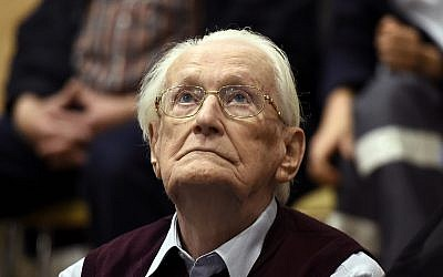 Former SS sergeant Oskar Groening looks up, as he listens to the verdict of his trial at a court in Lueneburg, Germany, on July 15, 2015. (Tobias Schwarz/Pool Photo via AP, File)