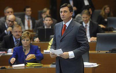 Borut Pahor speaks at the Slovenian parliament in Ljubljana, Friday, November 7, 2008. (AP Photo/Matej Leskovsek)