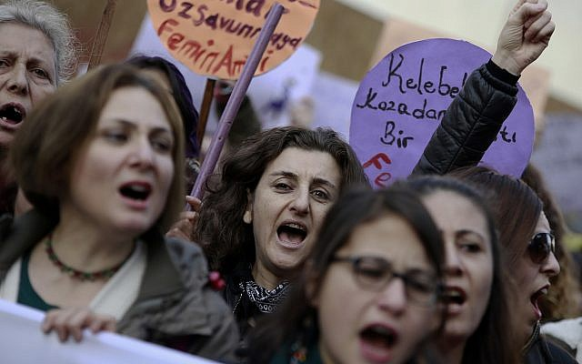 Turkish women protest in Ankara against a proposal that critics said would have allowed men accused of sexually abusing underage girls to go free if they were married to their victims, November 26, 2016. (AP Photo)