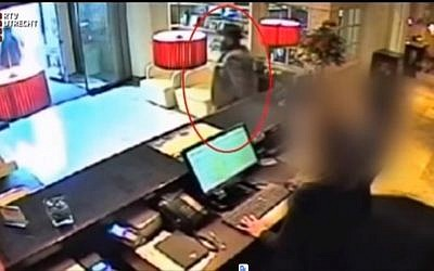 Screen capture from video showing the suspect in a gold heist in Utrecht, The Netherlands. (YouTube)