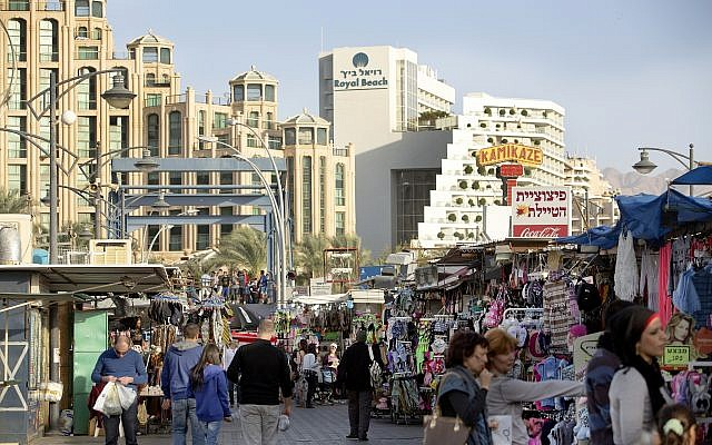 The promenade in the southern Israeli city of Eilat, December 20, 2012 (Moshe Shai/FLASH90)