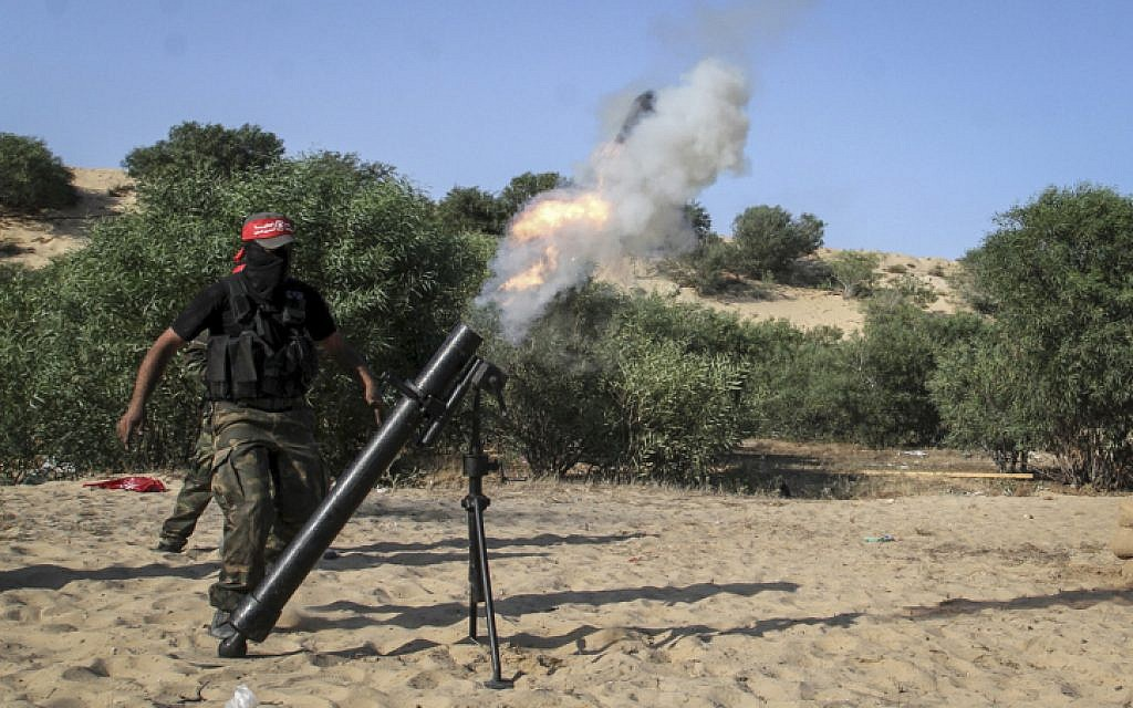 Illustrative. Palestinian terrorists fire a mortar shell during a graduation ceremony in Rafah in the southern Gaza Strip, on May 29, 2015. (Abed Rahim Khatib/Flash90)
