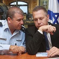 Public Security Minister Gilad Erdan (R) and then-Jerusalem police chief Moshe Edri (L), at a press conference at the Russian compound in Jerusalem, on October 7, 2015. (Marc Israel Sellem/POOL)