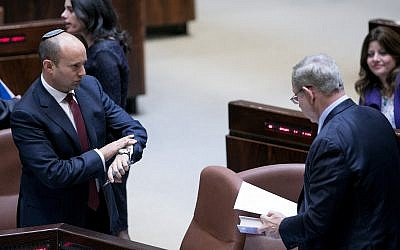 Education Minister Naftali Bennett (l) and Prime Minister Benjamin Netanyahu seen during a vote on the so-called Regulation Bill, Knesset in Jerusalem on December 5, 2016. (Yonatan Sindel/Flash90)