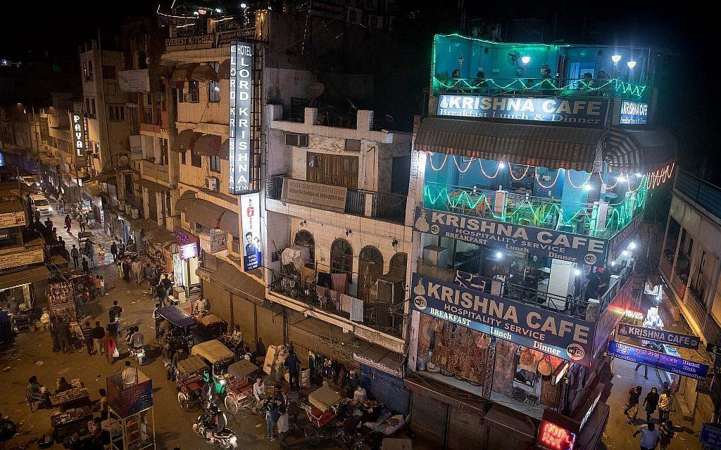 Delhi's Main Bazaar drag on December 12, 2016. (Nati Shohat/Flash90)