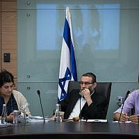 Chairman Moshe Gafni (c) leads the Finance Committee meeting on November 13, 2017. (Hadas Parush/Flash90)