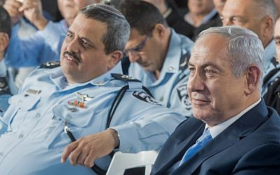 Prime Minister Benjamin Netanyahu and Israel Police Chief Roni Alshiech at an inauguration ceremony for a a new police station in the northern Arab Israeli town of Jisr az-Zarqa on November 21, 2017. (Basel Awidat/Flash90)