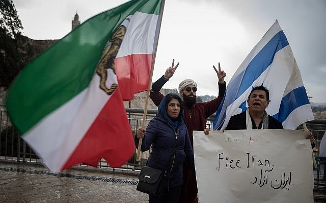 People hold a solidarity protest with the anti-regime demonstrators in Iran, at the Jaffa Gate in Jerusalem's Old City, on January 2, 2018. (Hadas Parush/Flash90)