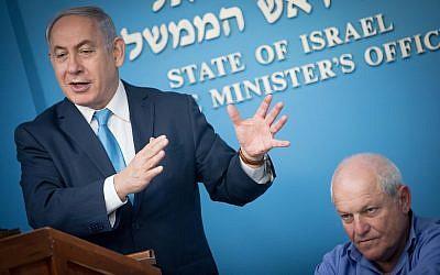 Prime Minister Benjamin Netanyahu (R) with Welfare Minister Haim Katz at a press conference announcing the raising of disability allowances, January 3, 2018. (Yonatan Sindel/Flash90)