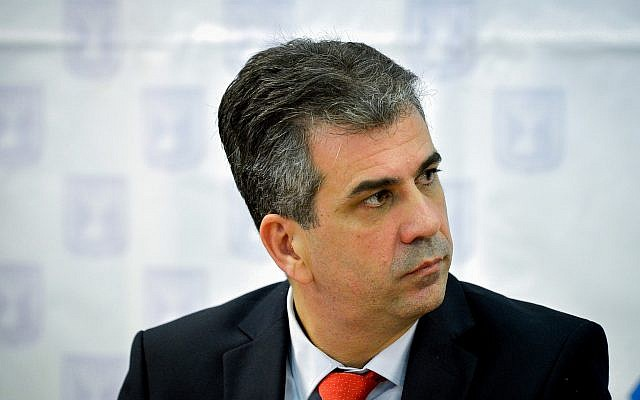 Economy and Industry Minister Eli Cohen attends a press conference in Tel Aviv, on January 4, 2018. (Flash90)
