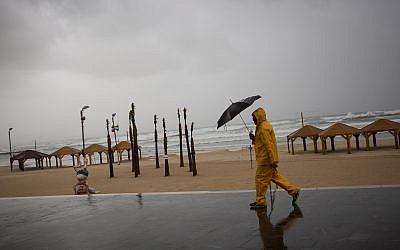 The beach in Tel Aviv on a stormy winter day in Tel Aviv, January 5, 2018. (Miriam Alster/Flash90)