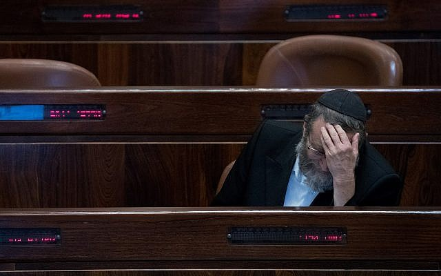 MK Moshe Gafni during a Knesset vote on January 8, 2018. (Yonatan Sindel/Flash90)