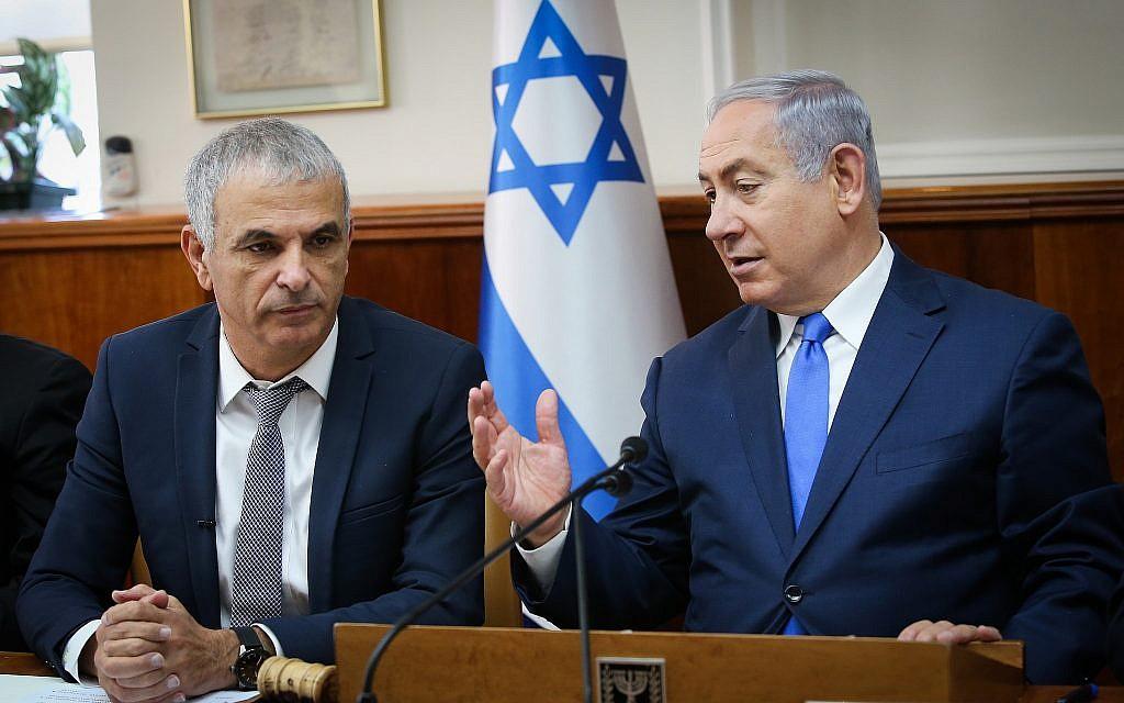 Illustrative: Prime Minister Benjamin Netanyahu, right, and Finance Minister Moshe Kahlon at a cabinet meeting at the Prime Minister's Office in Jerusalem, on January 11, 2018. (Alex Kolomoisky/Pool)