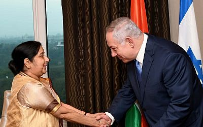 Prime Minister Benjamin Netanyahu meets with Indian Foreign Minister Sushma Swaraj, in  Delhi, India, on January 14, 2018. (Avi Ohayon/GPO)