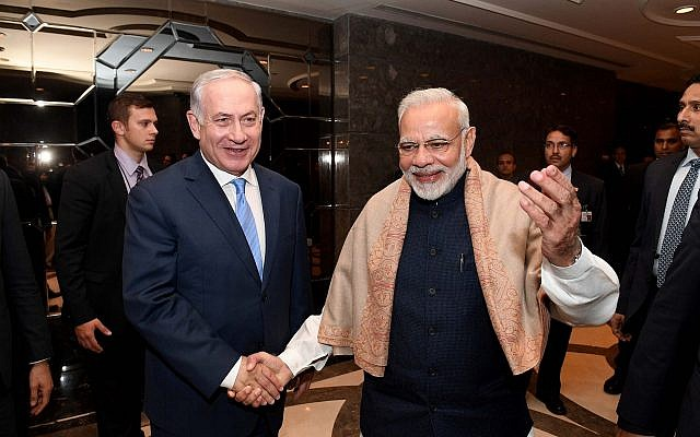 Prime Minister Benjamin Netanyahu and his Indian counterpart Narendra Modi (R) attend an Israeli-Indian economic conference in New Delhi on January 15, 2018. (Avi Ohayon/GPO)