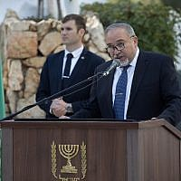 Defense Minister Avigdor Liberman addresses a memorial ceremony for Israeli navy soldiers who died in the Dakar Submarine that went missing in 1968, at Mount Herzl military cemetery in Jerusalem on January 16, 2018. (Yonatan Sindel/Flash90)