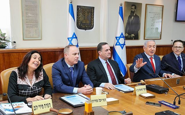 Miri Regev, far left, and Benjamin Netanyahu, second from right, at a cabinet meeting on january 21, 2018. (Alex Kolomoisky/POOL)