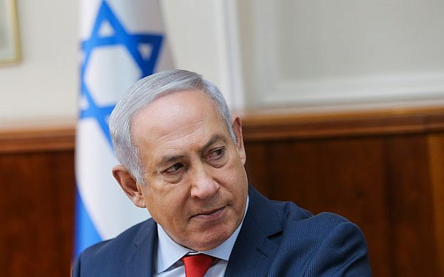 Prime Minister Benjamin Netanyahu leads a cabinet meeting at the Prime Minister's Office in Jerusalem on January 21, 2018 (Alex Kolomoisky/POOL)