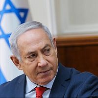 Prime Minister Benjamin Netanyahu leads a cabinet meeting at the Prime Minister's office in Jerusalem on January 21, 2018. (Alex Kolomoisky/POOL)