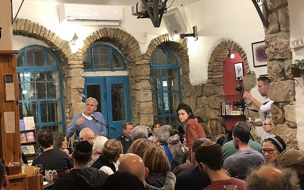 Then-deputy minister Michael Oren reads his fiction to a crowd at Jerusalem's Tmol Shilshom on January 4, 2018. (Jessica Steinberg/Times of Israel)