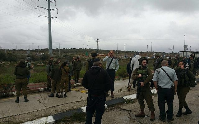 Security forces at the scene of an attempted stabbing attack at the Tapuah Junction in the West Bank, January 23, 2018 (Samaria Regional Council)