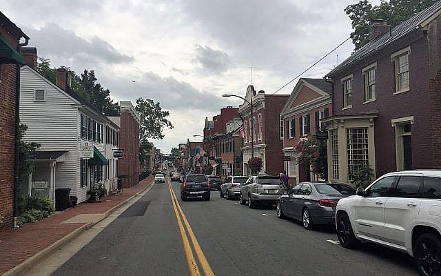 A street in Leesburg, Virginia. (CC BY-SA Mojo Hand/Wikimedia Commons)