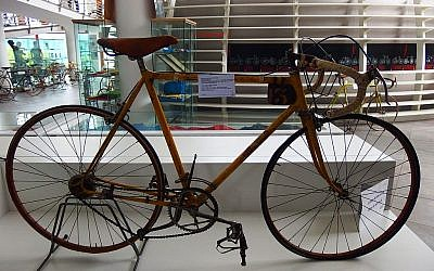 The 4-speed bicycle Gino Bartali rode to victory in the general classification of the 1938 Tour de France (Cc via Wikipedia)
