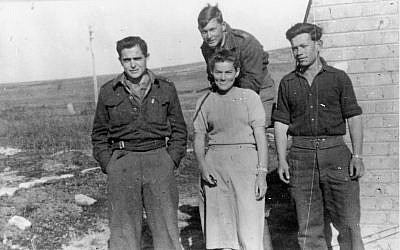 Haim Gouri (left) in the Palmach in 1949. (Palmach Archive/Public Domain)