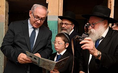 Prime Minister Benjamin Netanyahu meets with Moshe Holtzberg, the son of Rabbi Gavriel and Rivky Holtzberg, who were killed in the November 26, 2008, terror attack in Mumbai, during a memorial for the victims of the attack at Nariman Chabad House in Mumbai on January 18, 2018. (GPO)