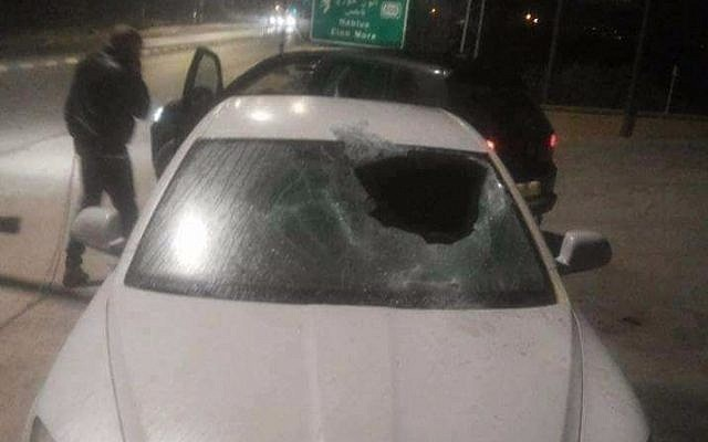 A Palestinian car stoned by settlers in the Nablus area following a shooting attack, January 9, 2018 (Palestinian Red Crescent)