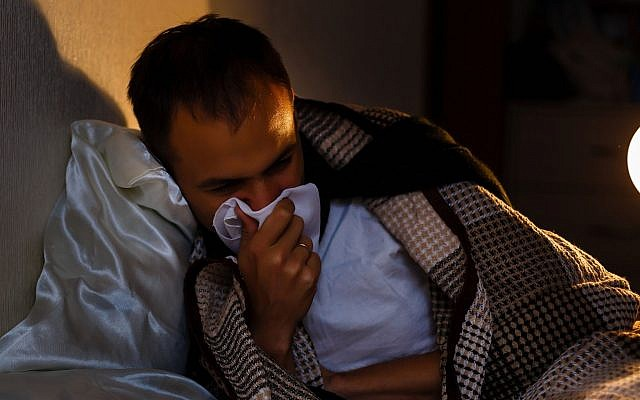 Illustrative image of a sick man with a cold (Sinenlky, iStock by Getty Images)