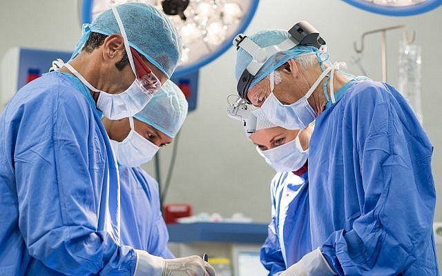 Illustrative. Surgeons operating. (Ridofranz, iStock by Getty Images)