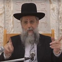 Screenshot of Rabbi David Yosef criticizing MK Yehuda Glick during his weekly recorded sermon, broadcast on Kikar HaShabbat on January 17, 2018.