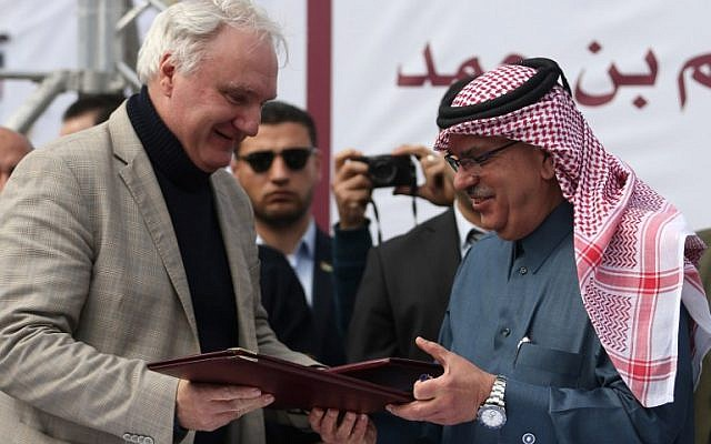 Qatari Ambassador to Gaza Mohammed al-Emadi (R) and Director of UNRWA Operations in Gaza Matthias Schmale exchange documents after Qatar signed an agreement to provide a nine million dollar humanitarian relief grant to residents of the Gaza Strip following a press conference at the Dar al-Shifa hospital in Gaza City on February 19, 2018. (AFP PHOTO / MOHAMMED ABED)
