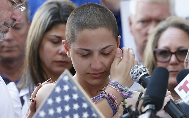Marjory Stoneman Douglas High School student Emma Gonzalez speaks at a rally for gun control at the Broward County Federal Courthouse in Fort Lauderdale, Florida, on February 17, 2018. (AFP Photo/Rhona Wise)