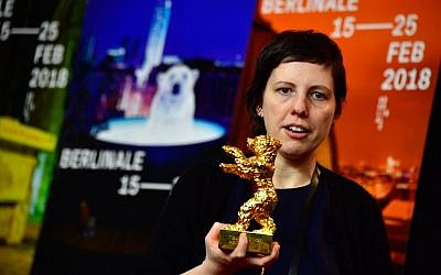 Romanian director Adina Pintilie poses with the Golden Bear for Best Film during a press conference following the awards ceremony of the 68th edition of the Berlinale film festival on February 24, 2018 in Berlin (AFP PHOTO / John MACDOUGALL)
