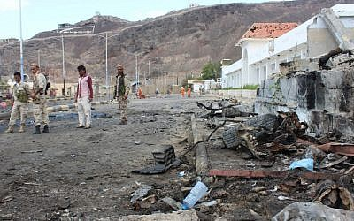 Fighters from the separatist Southern Transitional Council gather on February 25, 2018, at the site of two suicide car bombings that targeted the headquarters of an anti-terror unit the day before, in the southern Yemeni port of Aden. (AFP PHOTO / SALEH AL-OBEIDI)