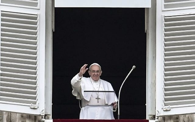 Pope Francis waves to the crowd from the window of the apostolic palace overlooking St Peter's square during the Sunday Angelus prayer, on February 25, 2018 in Vatican.  (AFP PHOTO / Andreas SOLARO)