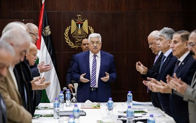 Palestinian president Mahmoud Abbas recites a prayer prior to chairing a meeting of the Palestine Liberation Organization (PLO) Executive Committee at the Palestinian Authority headquarters in the West Bank city of Ramallah on February 3, 2018,  (AFP PHOTO / ABBAS MOMANI)
