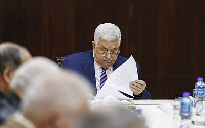 Palestinian president Mahmoud Abbas reads notes as he chairs a meeting of the Palestine Liberation Organization Executive Committee at the Palestinian Authority headquarters in the West Bank city of Ramallah on February 3, 2018. (AFP/ABBAS MOMANI)